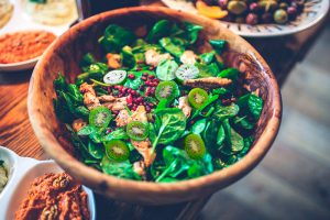 recipe_chicken-spinach-kiwi-berry-salad