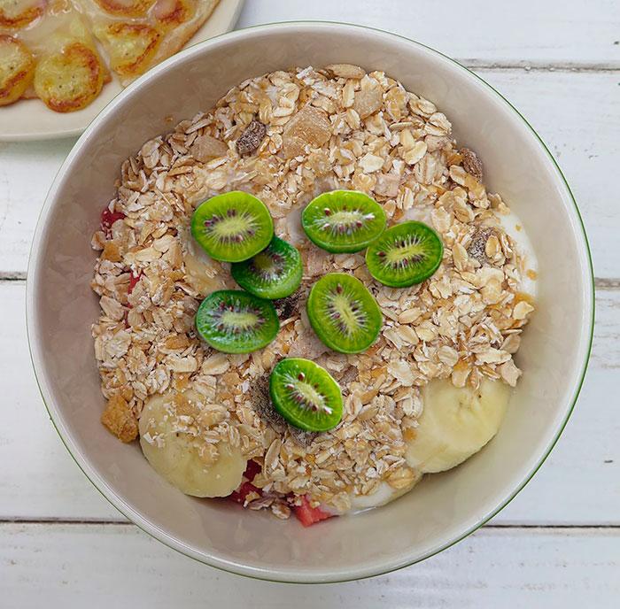Overnight banana Kiwiberry oats